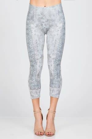 These M. Rena Paisley Sublimation Capri Leggingsdepict an artistic paisley pattern to keep your look delicate.